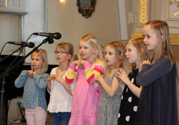Barnkör underhöll i Svenarum