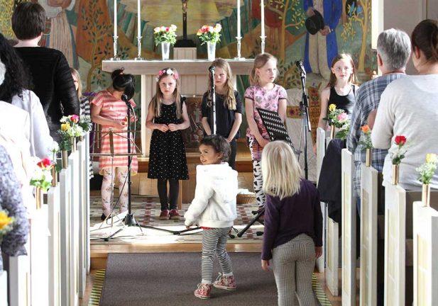 TV och bildspel: Kyrkan firade 75 åren