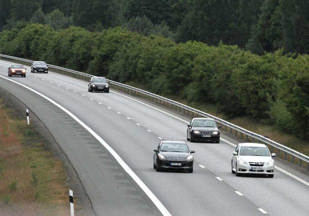 Nybilsregistreringen av bilar halverad