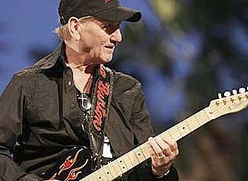 Elvisgitarrist till Skillingaryd
