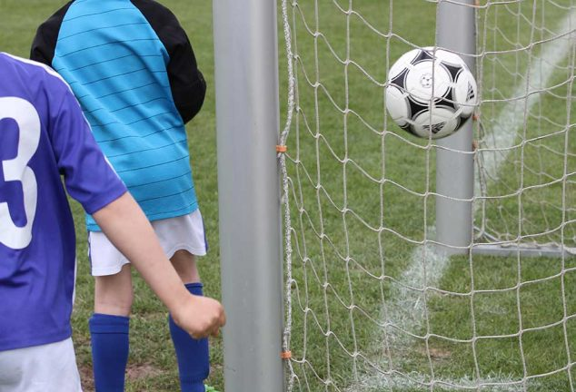 Fotbollen är igång igen med Hook som vinnare