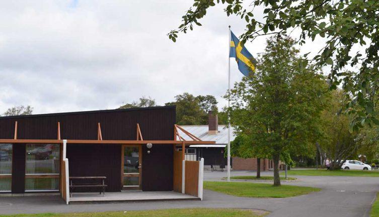 Minnesplats på skolan för pojken