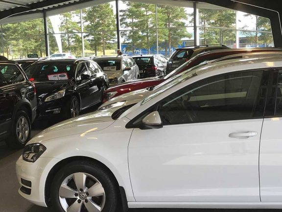 Hällstorps bil in på företagsmarknaden