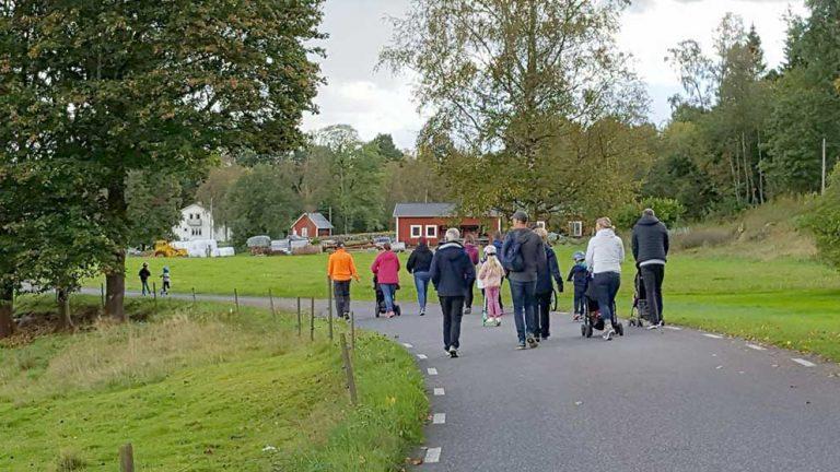 Många gick runt sjön för Ture