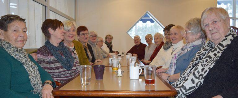 Högt i tak när damerna på ICA träffades
