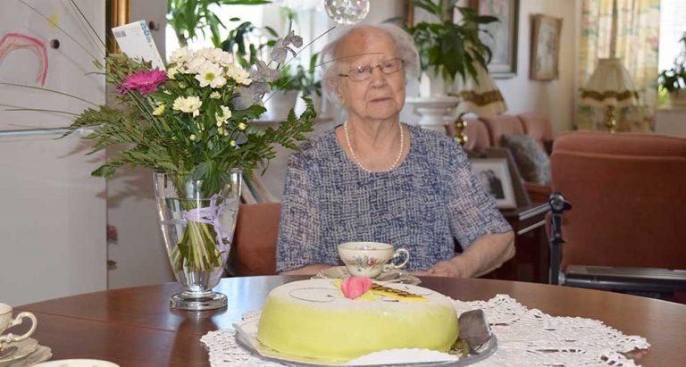 Kungligt telegram och tårta hos Iris