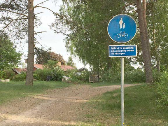 Trafiken måste stoppas på cykelvägen