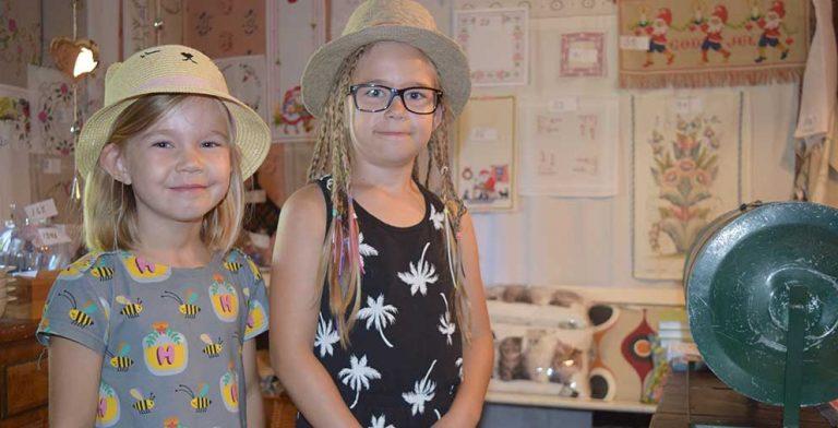 Ebba och Nellie vann lotterivinst