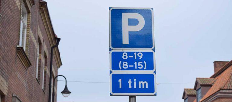 Vill införa parkeringsavgifter