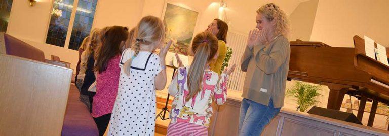Sprudlande barnkör sjöng