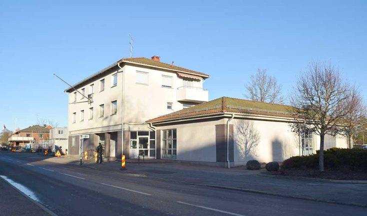 Kommunen köper bankhuset