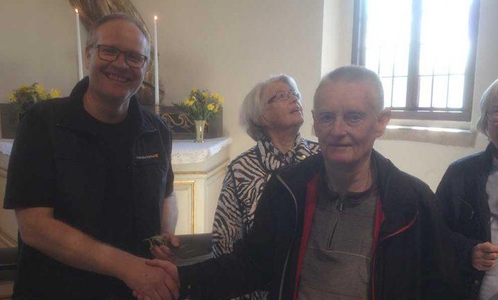 Seniorerna besökte nyrenoverade kyrkan