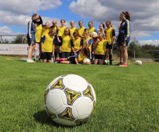 55 på fotbollsskola – bildspel