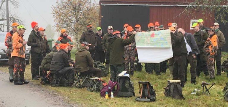 30 jägare i 81-årigt jaktlag