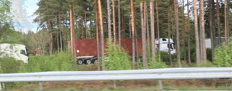 Däck stals ur lastbil