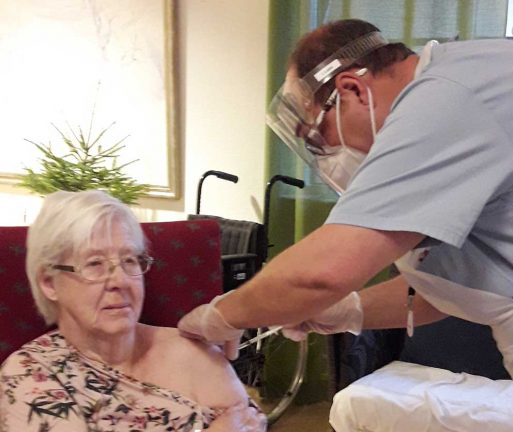 Anne-Marie fick vaccin först