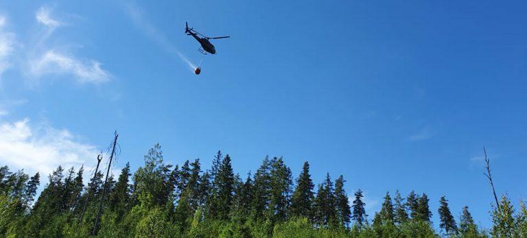 Fyra hektar skog brinner norr om Uljeshult – nu under kontroll