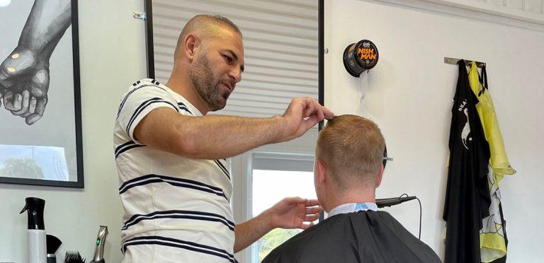 Ny frisör och barbershop i Hok