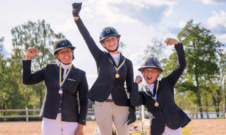 Värnamoryttare tog guld, silver och brons i distriktsmästerskap