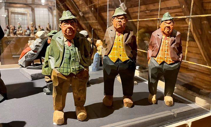 Gunnarssons trägubbar i utställning på Vinden
